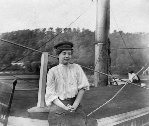 The young lady in the photo is not actually Captain Blanche Leathers but passenger Edna Walker who borrowed the cap from the captain of the Steamboat Rose Hite, courtesy of the Dave Thomson Collection.